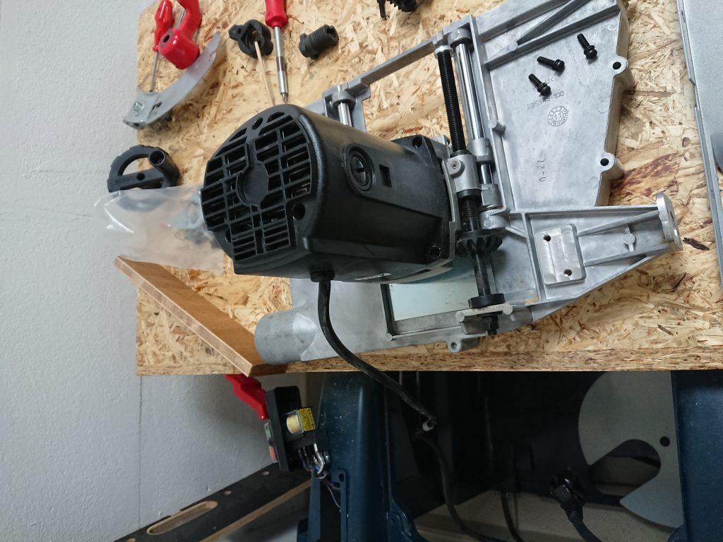 Motor, Linearführung und Höhenverstellung der BOSCH GTS 10 XC